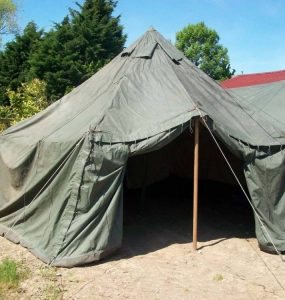 Investir dans une bonne tente de l'armée principale